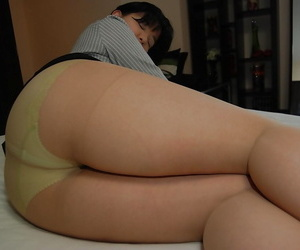 Asian MILF strips down and..